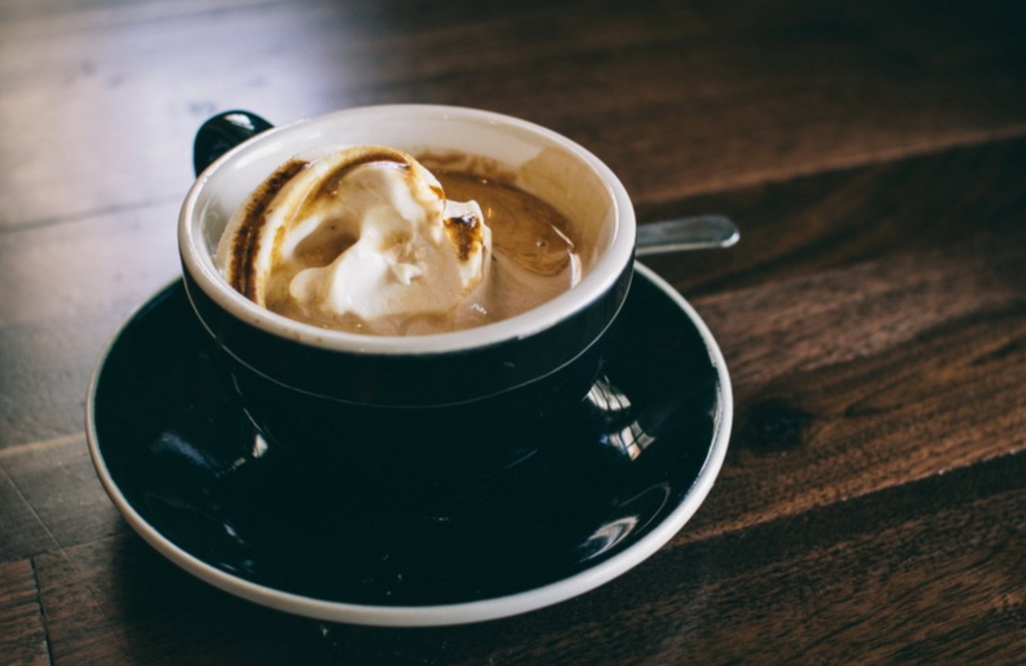 Brazilian coffee with cocoa and ice cream